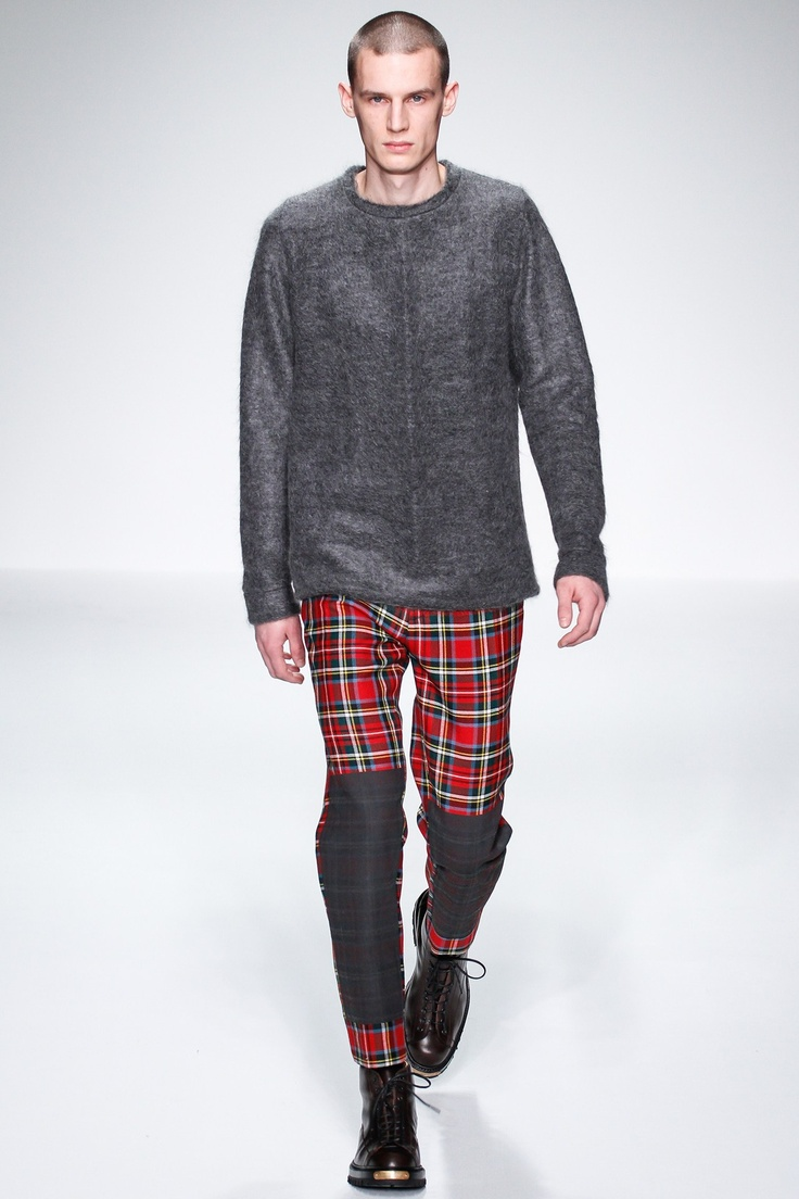 See all the runway and model photos from the Lou Dalton Fall 2013 Menswear  collection.