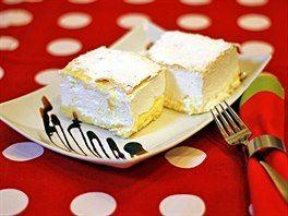 Kremšnita z pražské restaurace Luka Lu. V dobách společné Jugoslávie byla Kremšnita zamilovaným dezertem prezidenta Josipa Tita, který si pro ní posílal klidně i po půlnoci, když na ní dostal chuť.