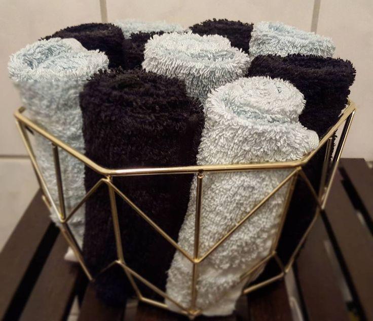 #bathroom #towel #black #turquoise  #gold #basket #homeinspo #heminredning #homedecor #bathdesign #bathroomdecor #badrum #guld by victoriarostberg