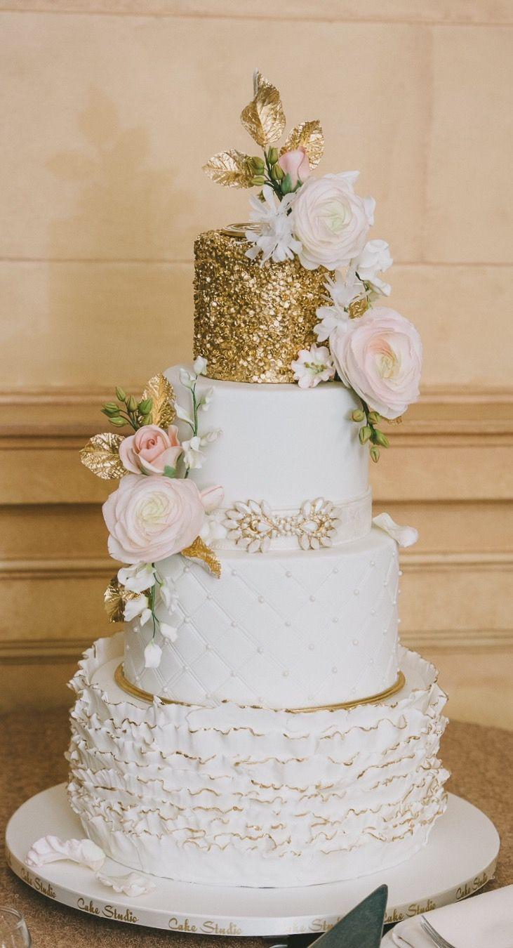 Beautiful blush & gold cake by @cakestudiowpg Photo @kampphotography #wedding #blush #gold #weddingcake #weddinginspiration #bride #groom #Itsallinthedetails  #Inspiredeleganceevents