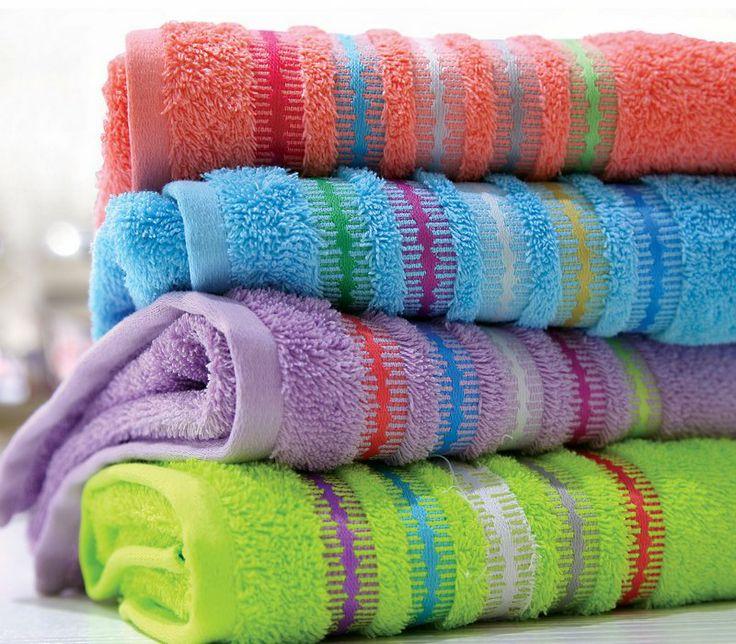 Πετσέτα χεριών ζακάρ από 100% βαμβάκι, απαλή και πολύ απορροφητική. Σε έντονα χρώματα με μοτίβο από ανάγλυφες χρωματιστές ρίγες.