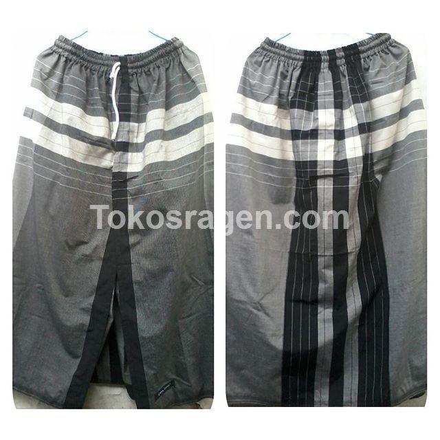 sarung celana dewasa dari bahan sarung gajah duduk black & white.