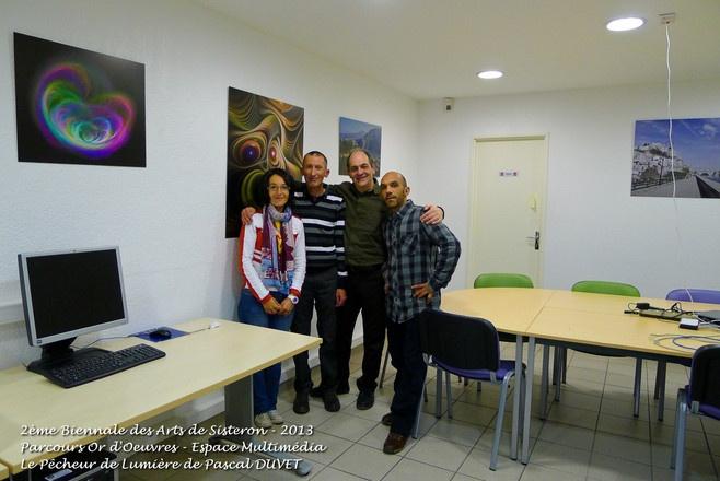 Accrochage de mon exposition à L'Espace Multimédia de Sisteron