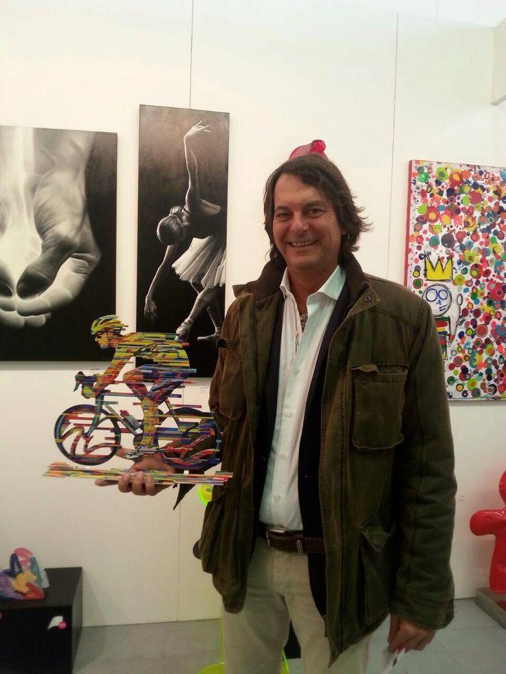 Un collectionneur et sa nouvelle acquisition de David Gerstein !