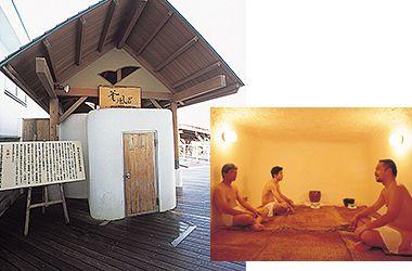 釜風呂 1200年前より伝わる古代サウナ  京都の職人が腕を振るって1200年前の釜風呂を再現しました。 釜の中は摂氏45~48度の適度に乾燥した熱気風呂なので、息苦しさもなく心臓と肉体に負担を与えず発汗します。