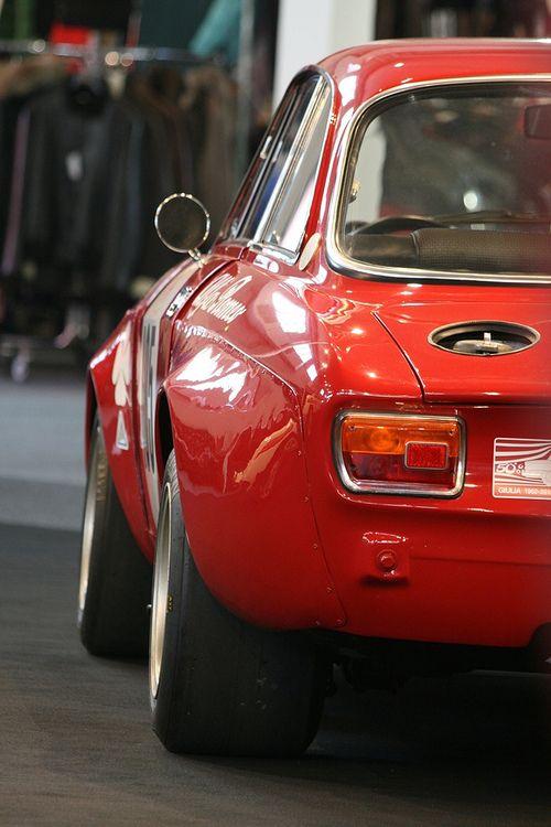 les 63 meilleures images du tableau alfa gtam sur pinterest voitures anciennes voiture. Black Bedroom Furniture Sets. Home Design Ideas