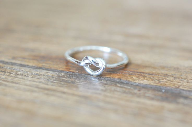 Simple Infinity Knot Ring