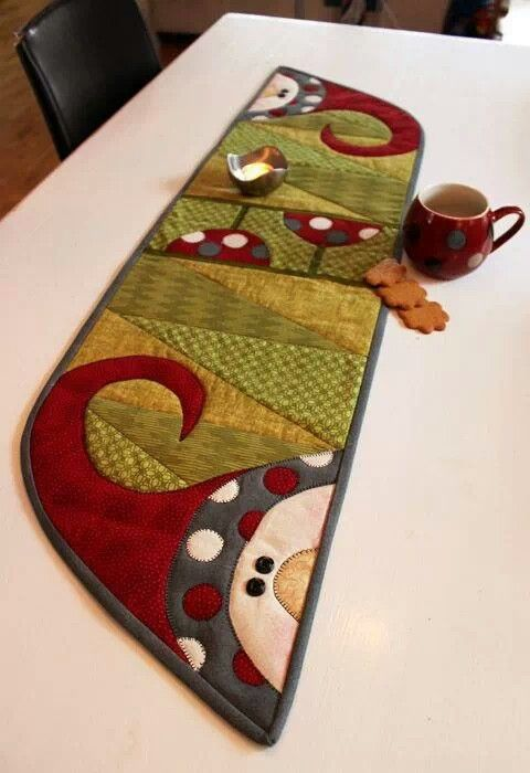 """""""Santa Polka Dots"""" table runner -- found in the book 'My Runners' by Disa Designs ... http://www.connectingthreads.com/books/My_Runners__D45438.html"""