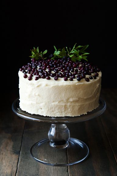 Huckleberry chantilly cake
