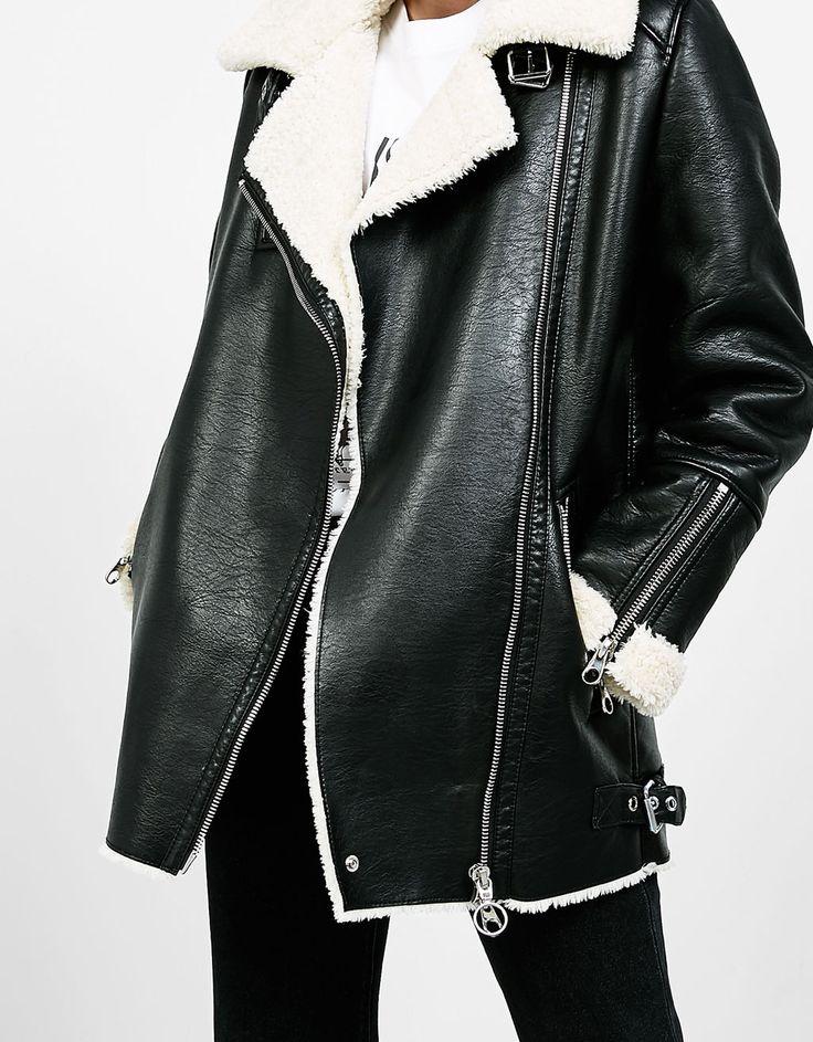 Manteau style motard cuir retourné. Découvrez cet article et beaucoup plus sur Bershka, nouveaux produits chaque semaine.