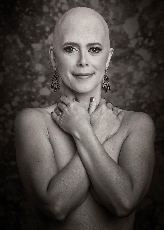 """Outubro Rosa é uma campanha realizada no mês de outubro, com o intuito de conscientizar as mulheres sobre a importância da prevenção e do diagnóstico precoce do câncer de mama. As drogas de última geração, novos protocolos e modernos tratamentos, revolucionaram o prognóstico das vítimas do câncer de mama, mas em pleno século 21, a… Leia mais Coletânea de Fotografias """"Entretantas"""" celebra Outubro Rosa"""