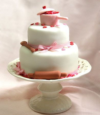 Ideia de bolo para chá de panela ou chá de cozinha.