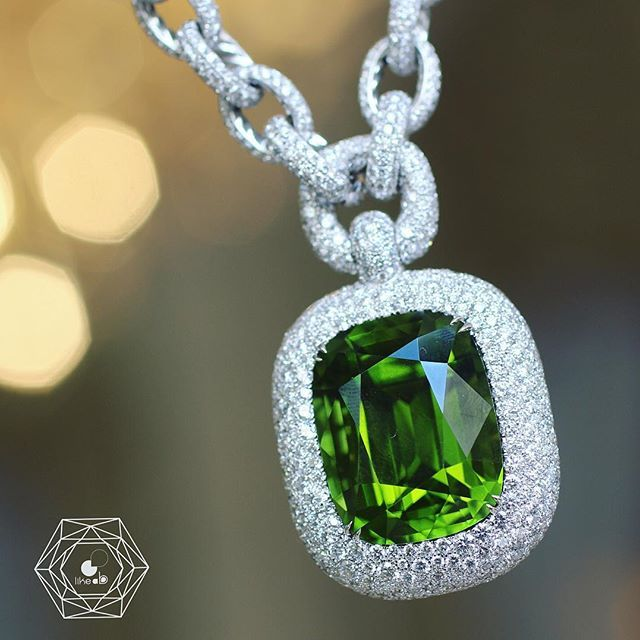 This necklace is amazing because it is so light! Incredible! New high jewelry collection by @davidyurman presented in #Paris for #parishautecouture @ritzparis w/ amazing over 50 cts peridot and diamonds! Amazing! - credit #berengeretreussard @likeab . . . #davidyurman #likeab #highjewelry #highjewellery #hautejoaillerie #peridot #gems #jewelryinsider #necklace #gemstonesjewelry #jewellery #bijoux #style #mode #fashion #luxuryjewelry #finejewelry #jewelryaddict #bestoftheday #couture…