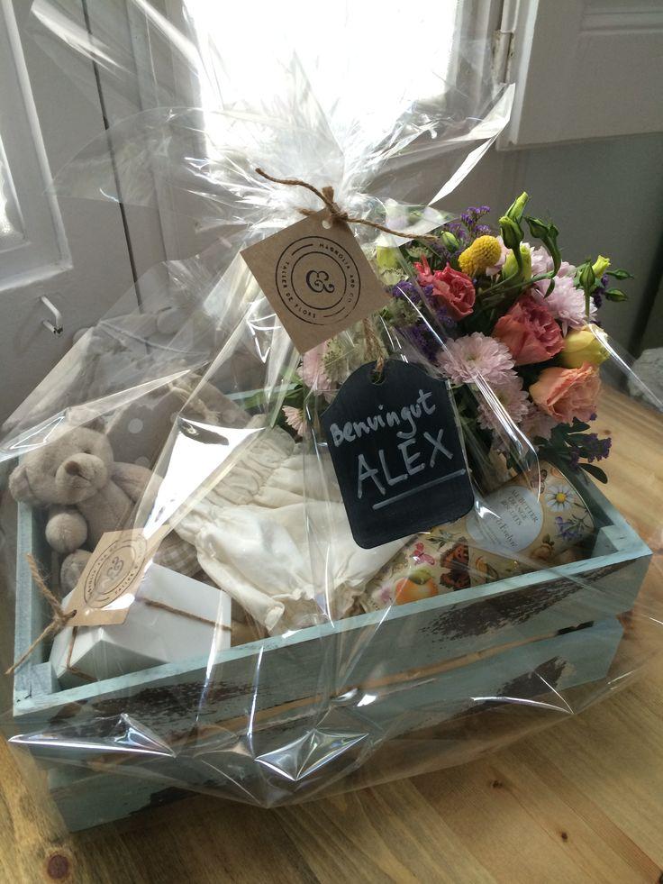 Caja con regalos para recién nacido de Magnolia and Co.