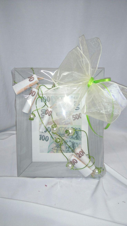 Peníze pro novomanžele, jiný svatební dar než obálka.