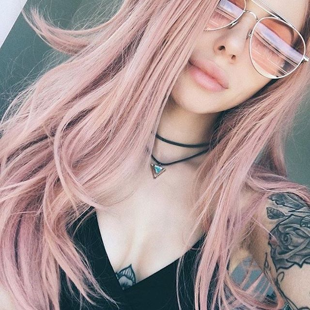 #REPOST La sublime @jadelavoie avec le choker Bermudes 💗🌊....#CMbijoux #fashion #fashionista #mode #tendance #pink #pinkhair #style #mood #sunglasses #style #ootd #choker #instagood #instadaily #instajewelry #vsco #tattoogirl