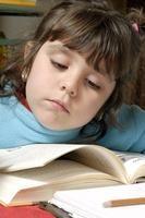 ¿Cómo puedo enseñar habilidades de lectura y descodificación?