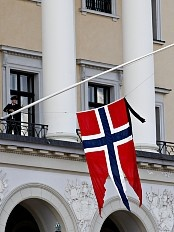 the Palace flew the flag at half mast today to mourn the passing of princess Ragnhild mrs Lorentzen (1930-2012)