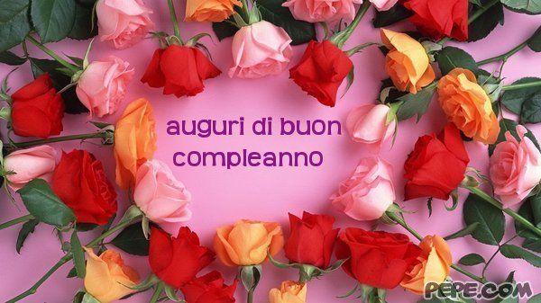Auguri di buon compleanno con corona di rose
