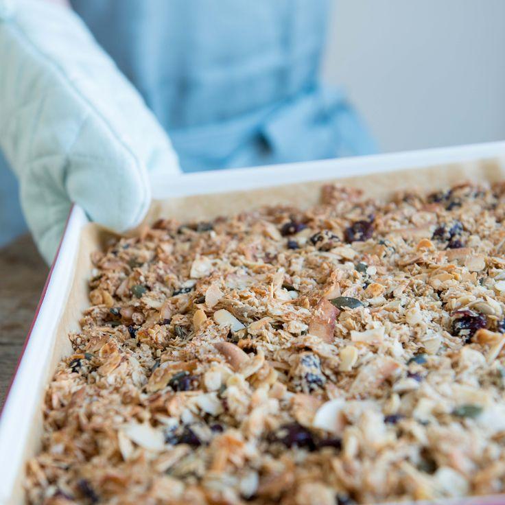 granola met kokos en amandelen   Njamelicious for Dille & Kamille