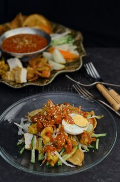 Pasembur (Malaysian Style Salad) This hot salad is a singular flavour, using the tamarind and prawn in classic Malaysian cuisine fashion. Vegetables and potatoes are topped with a thick dressing made from sweet potato and tamarind and served with fried prawn fritters.