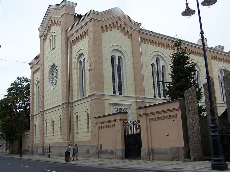 A miskolci zsinagóga a magyar romantikus építészet egyik kiemelkedő alkotása, 1861-1863 között épült. Az a Ludwig Förster tervezte, akinek a nevéhez többek között a pesti Dohány utcai zsinagógát is köthető.