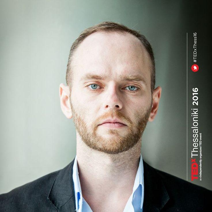 """""""Ο Τάσος, που ζει την εμπειρία της διοργάνωσης για πρώτη χρονιά στο #TEDxThess16 , παίρνει τις εικόνες που αποτυπώνει η ομάδα των φωτογράφων μας και τις…"""""""