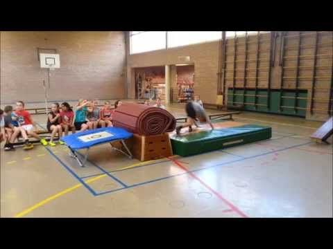 Filmpje gymles groep 8b - YouTube