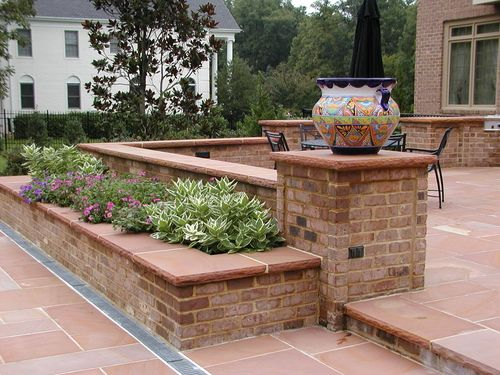 Google Image Result for http://www.berrizdesign.com/images/gallery/Pool-Projects/Moshos/brick_planter_wall_with_tennessee_flagstone_cap.jpg