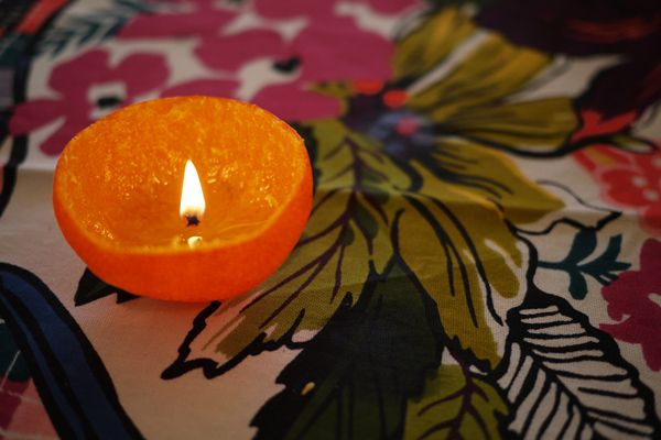 Orange peel candleChristmas Gift Wraps, Olive Oil, Orange Candles, Christmas Gift Ideas, Handmade Christmas Gift, Diy Christmas Gift, Homemade Candles, Dinner Parties, Christmas Garlands