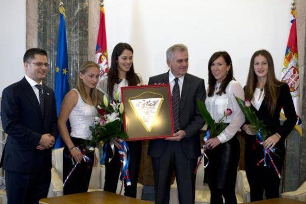Ana Ivanovic si coechipierele ei din echipa Serbiei, primite de presedinte