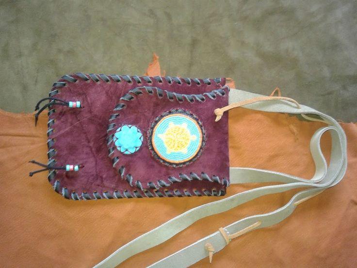 porta pasaporte cuero y chaquira