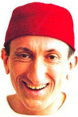 Jean François Dereczynski (1957). Il et né dans l'Ardèche. C'est un personnage très éclectique, il possède une maîtrise de physique, il est un grand joueur de ping-pong et c'est un humoriste de talent. Son humour décalé n'est jamais vulgaire ni grossier...
