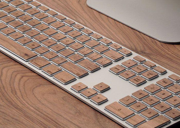 Lazerwood fertigt Aufkleber aus Holz, die du auf deine Apple-Hardware aufkleben kannst – von der Tastatur bis zum Kopfhörer!  #Apple #Holzdesign #lazerwood #lazer #homedecor #inspiring #homeideas #moebel #interior #hardwaredesign #furnituredesign #vintage #woodworks #designinspiration #furniture #woodwork #iphone #macbook #headset #keyboard #design #wooddesign #creative #designideas   📝 Article: Johannes 📷 Photo: Lazerwood 🍰 Link: http://schoenhaesslich.de/20