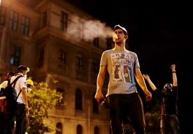 5-Jun-2013 14:40 - DE REVOLUTIE IS WÉL UITGEBROKEN IN TURKIJE. Er is wel degelijk een revolutie gaande in Turkije, schrijft cultuurhistoricus Enno Maessen in reactie op Betsy Udink. De revolutie is geen…...