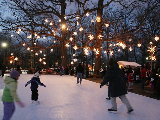 Top Christmas Towns Across the nation, cities celebrate the season. Take a look at their favorite traditions. UNIVERSITY CIRCLE maintains a Cleveland, Ohio, tradition with a modern outdoor ice-skating rink, bringing families, neighbors and visitors together throughout the holiday season.
