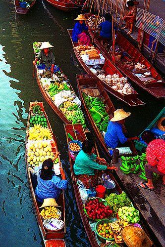 Damnoen Saduak Floating Market, Thailand #travel #travelphotography #travelinspiration