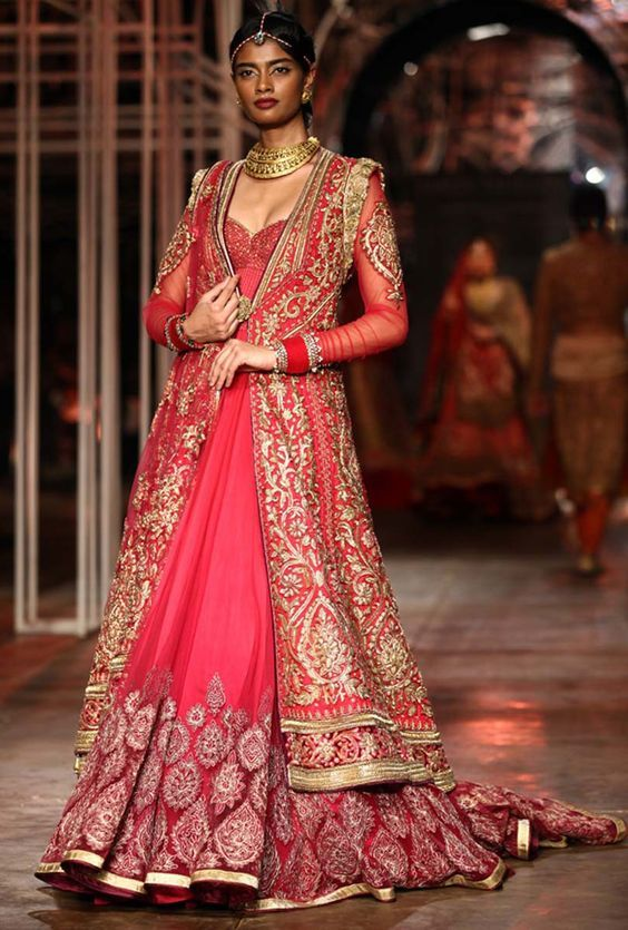 Tarun Tahiliani collection at the bridal fashion week happening 2013 at Delhi 18