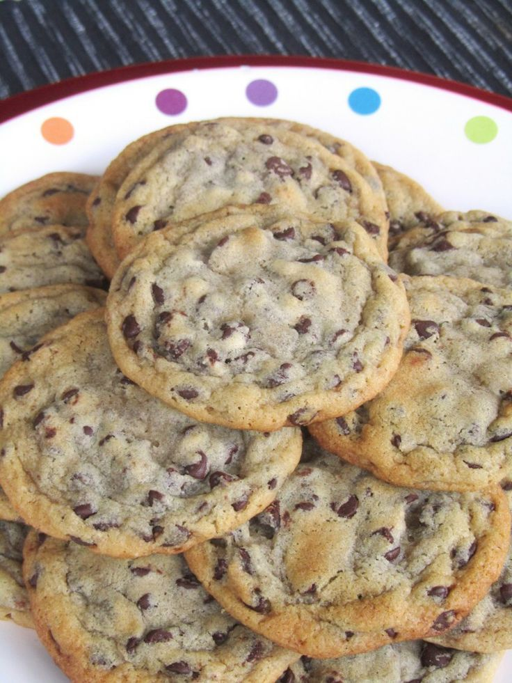 The BEST Chewy Chocolate Chip Cookie recipe! Amaaazing!! I used chocolate chunks instead of chips and added a dash of cinnamon to the flour mixture. I will never make any other choc. chip cookie recipe!!!!!! -AM #cookies #cook #recipes #cake