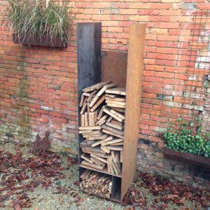 Houtopslag voor grote blokken| aanmaakhoutjes en aanmaakblokjes + vuur.