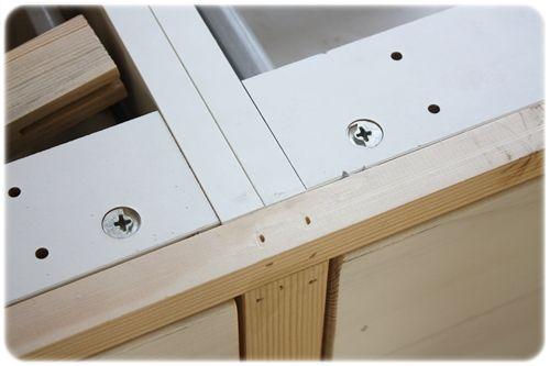 Stommarna är från Ikea och delarna till ramen samt luckorna kommer från ett lokalt snickeri.