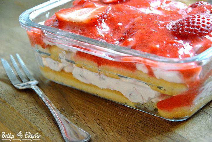 Rezept für ein Erdbeer-Tiramisu. http://www.bettys-elbgruen.de/recipe/erdbeer-tiramisu/