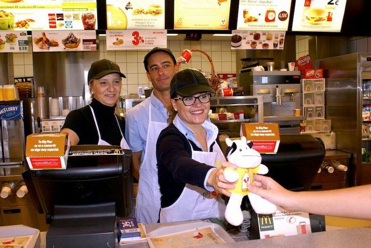 El pasado 20 de noviembre se vendió en todos los restaurantes McDonald's un peluche por 5 euros cuyo importe iba destinado a ayudar a los niños enfermos de la fundación Ronald. El importe de los Bic Mac vendidos ese día también.