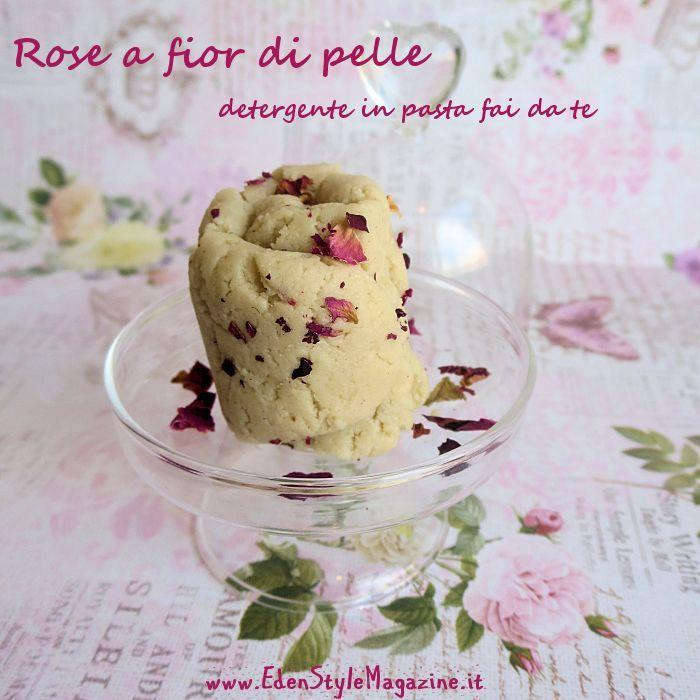 Ricetta fai da te ispirata ad Angeli a fior di pelle della Lush - la mia versione è alla rosa e contiene anche miele ed acqua di rose...