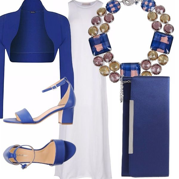 L'abito bianco e lungo è un passe-par-tout, basta saperlo abbinare dopotutto. Aggiungi ad esempio un coprispalle blu, un girocollo ricco di pietre luminose, una pochette e delle scarpe blu e il gioco è fatto...