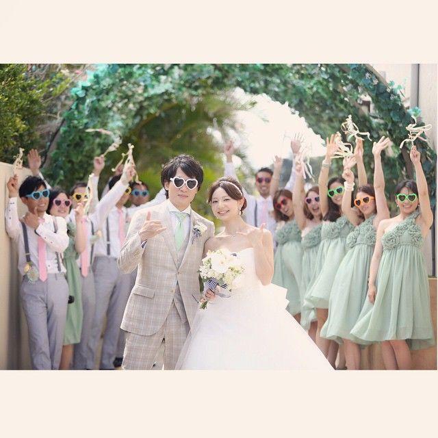 #ワイキキ ハワイの潜入スナップ撮影。 アッシャーに扮したカメラマンは式は完全にあきらめて現地カメラマンさんにお任せ。 だって怒られるの嫌だもん。笑 この写真でも大人しく撮られてますが、必要以上に乗ってます!笑 #結婚写真 #花嫁 #プレ花嫁 #結婚 #結婚式 #結婚準備 #婚約 #カメラマン #プロポーズ #前撮り #エンゲージ #写真家 #ブライダル #ゼクシィ #ブーケ #和装 #ウェディングドレス #ウェディングフォト #七五三 #お宮参り #記念写真 #ウェディング #IGersJP #weddingphoto #bumpdesign #バンプデザイン