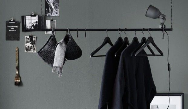 Met deze IKEA hack maken we van een goedkope gordijnroede een super stoer en industrieel kledingrek voor aan het plafond
