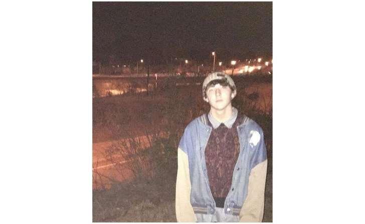 Frankie Jonas, el menor de los Jonas Brothers, fue arrestado por posesión de drogas.</p> <p>Según señala E!Online, Frankie de 16 años, se metió en problemas con la ley luego de ser arrestado a las afueras de una tienda por posesión de marihuana.</p>