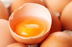 Mit tehetsz egyetlen tojássárgával ráncok és fénytelen haj ellen? Mutatjuk