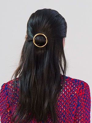 Meet the most in-demand accessory: half-up half-down with a gold circle barrette: